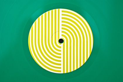 stereolab-dots-and-loops-10-700x500-700