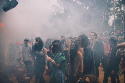 camp doogs 2014 crowd smoke